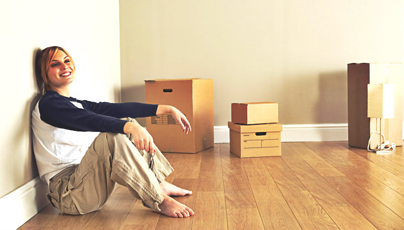 happy couple packing their belongings in boxes